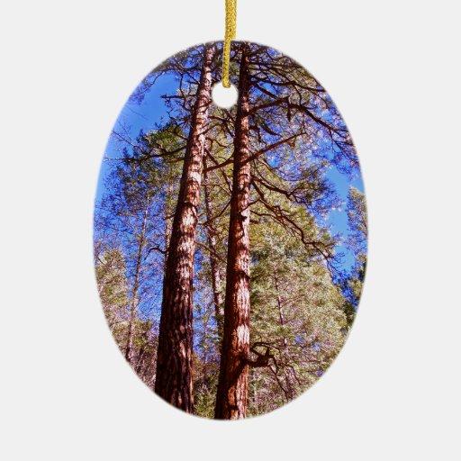 dos árboles en las maderas ornamento de reyes magos
