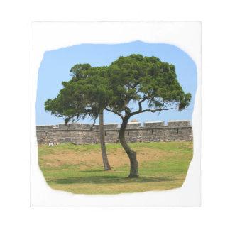 Dos árboles y paredes del castillo blocs de papel