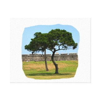 Dos árboles y paredes del castillo impresion en lona