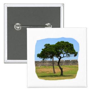 Dos árboles y paredes del castillo pin cuadrada 5 cm