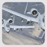 Dos aviones del rayo II de A-10C vuelan en formato Pegatina Cuadrada
