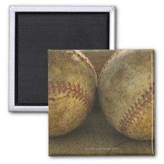 Dos béisboles antiguos imán cuadrado