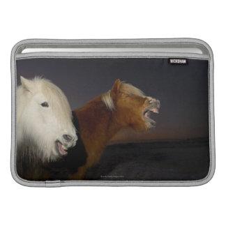 Dos caballos islandeses funda para macbook air