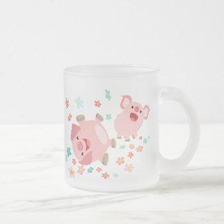 Dos cerdos lindos del dibujo animado en taza