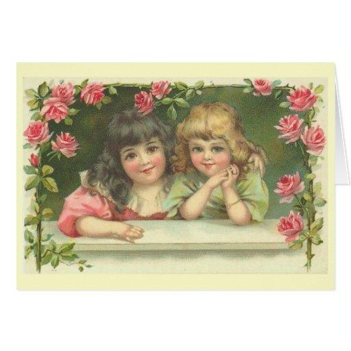 Dos chicas del Victorian en una rosaleda Tarjeta Pequeña
