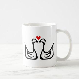 Dos cisnes y una taza del corazón