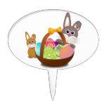 Dos conejos de conejito con los huevos de Pascua e Figura De Tarta