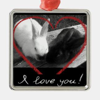 Dos conejos lindos con un corazón. Los contrarios Adorno Navideño Cuadrado De Metal
