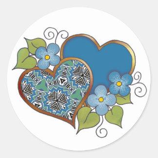 Dos corazones con los flores etiqueta redonda