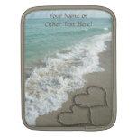 Dos corazones de la arena en la playa, océano romá mangas de iPad