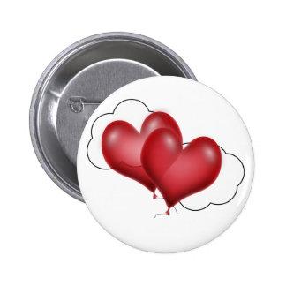 Dos corazones del globo con la nube pin redondo de 2 pulgadas