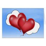 Dos corazones del globo con la nube tarjetas