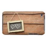 Dos corazones dibujados en la pequeña pizarra en Case-Mate iPod touch cobertura