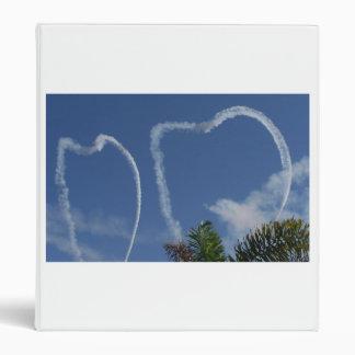 dos corazones dibujados por los aeroplanos sobre l