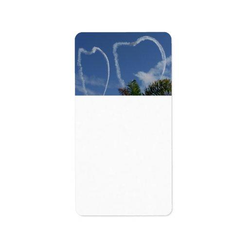 dos corazones dibujados por los aeroplanos sobre l etiquetas de dirección