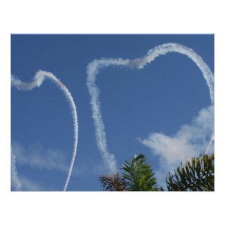 dos corazones dibujados por los aeroplanos sobre l tarjetas publicitarias