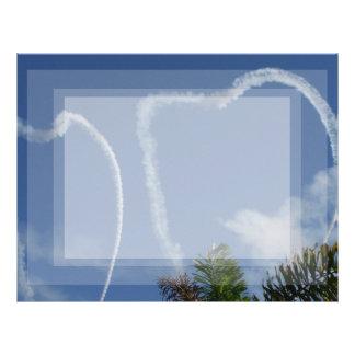 dos corazones dibujados por los aeroplanos sobre l plantillas de membrete