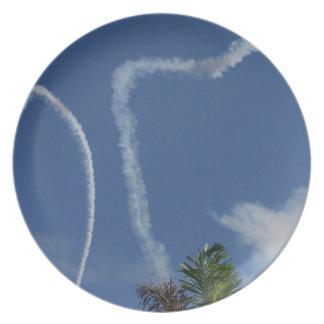 dos corazones dibujados por los aeroplanos sobre l platos de comidas