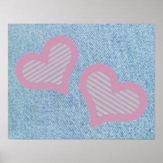 Dos corazones en el dril de algodón posters
