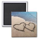Dos corazones en la arena iman para frigorífico