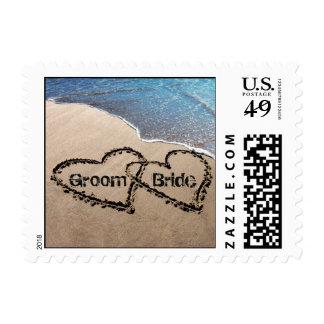 Dos corazones en sellos de la playa del amor del