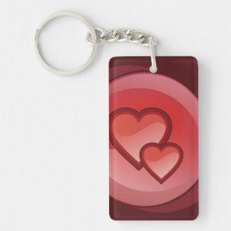 Dos corazones en un círculo rojo llavero rectangular acrílico a una cara