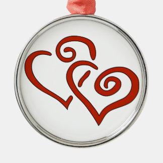 Dos corazones rojos del el día de San Valentín con Ornamentos De Reyes