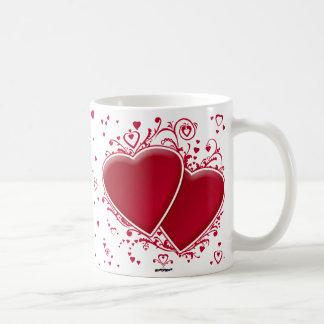 Dos corazones rojos para el el día de San Valentín Taza Clásica