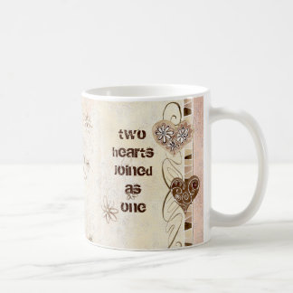 Dos corazones unidos como una taza del amor