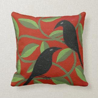 Dos cuervos para la almohada de la alegría cojín decorativo