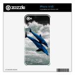 Dos delfínes que nadan en el mar skin para el iPhone 4