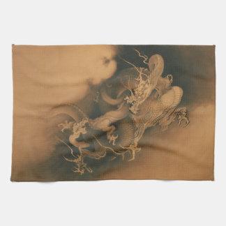 Dos dragones en vintage de las nubes toalla