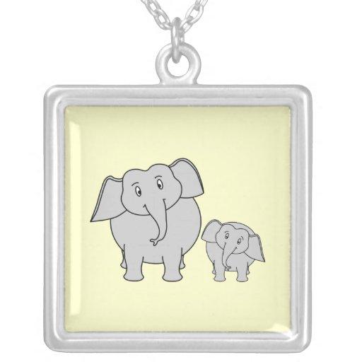 Dos elefantes. Adulto e historieta lindos del bebé Joyerías