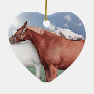 dos enamoró caballos adorno navideño de cerámica en forma de corazón