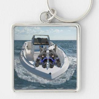 Dos escoceses hacia fuera en el barco llavero cuadrado plateado