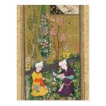 Dos figuras que leen y que se relajan en una huert tarjetas postales