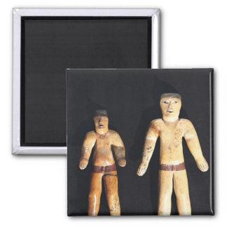 Dos figurillas masculinas, cultura de Recuay Imán Cuadrado