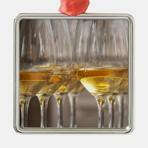 dos filas de los vidrios de la degustación de adorno navideño cuadrado de metal