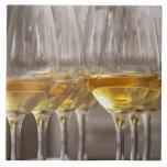 dos filas de los vidrios de la degustación de vino azulejo cuadrado grande