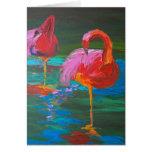 Dos flamencos rosados en el lago verde (arte de K. Tarjeta De Felicitación