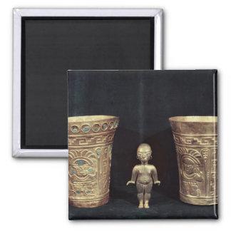 Dos floreros de Chimu con las figuras mitológicas Imán Cuadrado