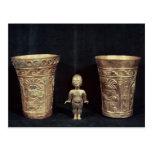 Dos floreros de Chimu con las figuras mitológicas Postal