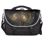 Dos galaxias espirales chocan bolso del viajero de bolsas de ordenador