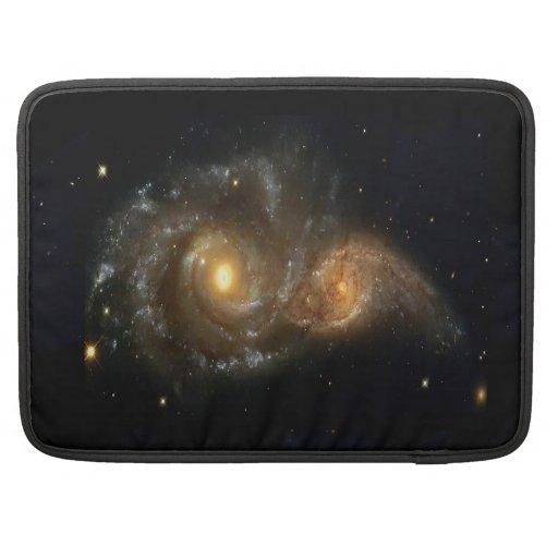 Dos galaxias espirales chocan la favorable manga 1 fundas macbook pro