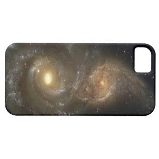 Dos galaxias espirales que chocan en el caso del iPhone 5 carcasas