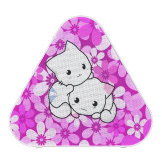 Dos gatitos en fondo rosado altavoz bluetooth