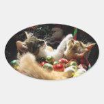 Dos gatos del gatito del navidad, gatitos junto, c calcomania óval personalizadas