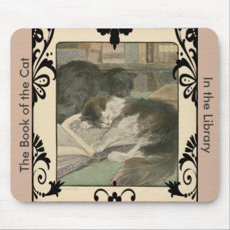 Dos gatos en el cojín de ratón de la biblioteca tapetes de raton