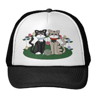 Dos gatos gorras de camionero