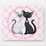 Dos gatos lindos en amor tapetes de raton